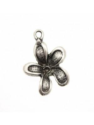 Ciondolo a forma di fiore a 5petali a rilievo 18 mm.