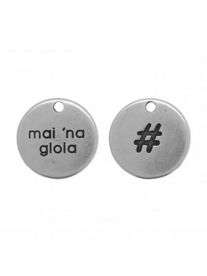 """Ciondolo a forma di medaglia con inciso """"MAI NA GIOIA"""", diametro 19 mm."""
