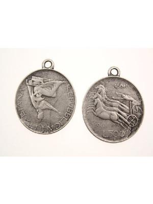 Ciondolo a forma di medaglia 500 lire con biga romana e 1 anello 29 mm.