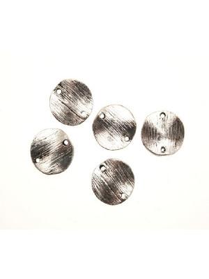 Ciondolo a forma di medaglia tonda ondulata graffiata con due fori 12 mm.