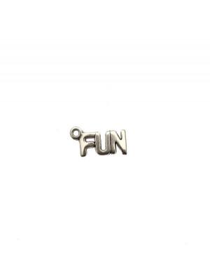 """Ciondolo a forma di medaglia con scritta """"FUN"""", 14x7 mm."""