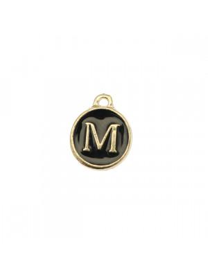 """Ciondolo a forma di medaglia tonda con lettera """"M"""", smaltata Nera, 12x14 mm."""