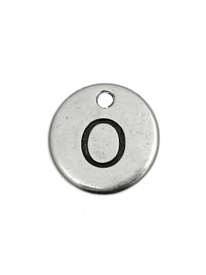 """Ciondolo a forma di medaglia tonda con lettera """"O"""", diametro 12 mm."""