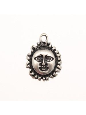 Ciondolo a forma di sole con faccia e raggi corti 17 mm.
