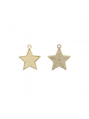 Ciondolo a forma di stella, piatto, con rattan naturale, 25x28 mm.