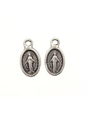 Ciondolo a forma di medaglia ovale con Madonna 10x7 mm.