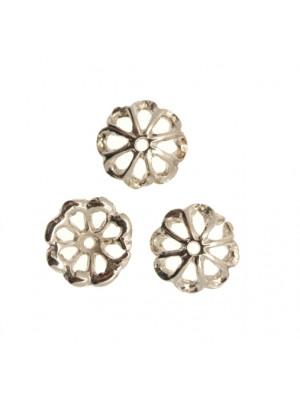 Coppetta tonda a forma di margherita con petali traforati, diametro 12 mm.