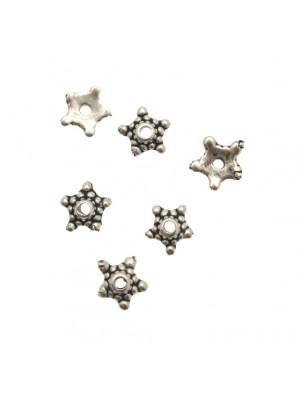 Coppetta tonda a forma di stella puntinata a cinque punte, diametro 9 mm.