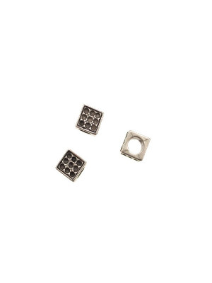 Distanziatore a cubo puntinato (all'interno dei puntini si possono inserire delle gemme tonde coniche SW PP14), 7x7 mm.