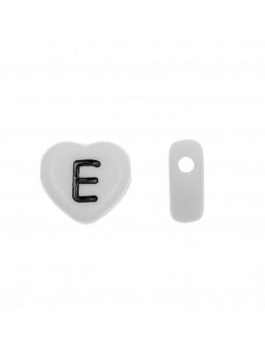"""Distanziatore a Cuore in resina con disegno lettera """"E"""", 12x11 mm."""