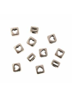 Distanziatore quadrato piatto con foro centrale a forma di cuore, 7,5x7,5 mm.