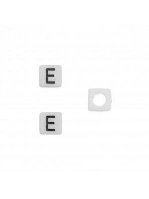 """Distanziatore quadrato in resina con disegno lettera """"E"""", 7 mm."""