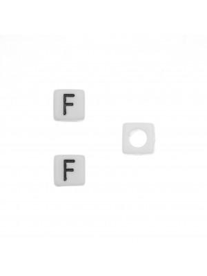 """Distanziatore quadrato in resina con disegno lettera """"F"""", 7 mm."""
