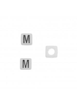 """Distanziatore quadrato in resina con disegno lettera """"M"""", 7 mm."""