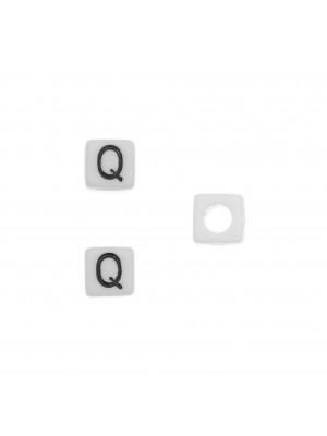 """Distanziatore quadrato in resina con disegno lettera """"Q"""", 7 mm."""