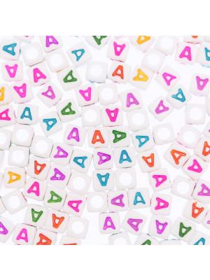"""Distanziatore a Cubo con disegno lettera """"A"""", 7mm., in resina bianca e lettera colorata"""