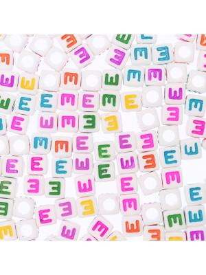 """Distanziatore a Cubo con disegno lettera """"E"""", 7mm., in resina bianca e lettera colorata"""