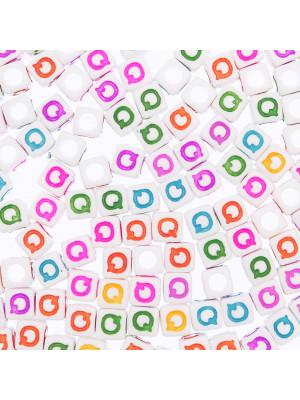 """Distanziatore a Cubo con disegno lettera """"Q"""", 7mm., in resina bianca e lettera colorata"""