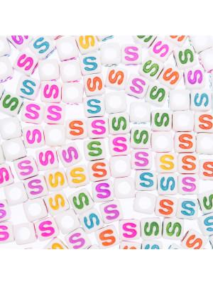 """Distanziatore a Cubo con disegno lettera """"S"""", 7mm., in resina bianca e lettera colorata"""