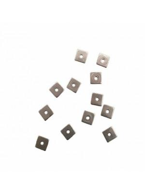 Distanziatore a rondella, a forma di quadrato piatto liscio, forato al centro, 6x6 mm.