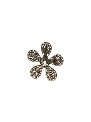 Filigrana a forma di fiore piatto a cinque petali, disegnati a riccioli, 22 mm.