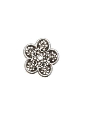 Filigrana a forma di fiore piatto a cinque petali, forato al centro, 21 mm.