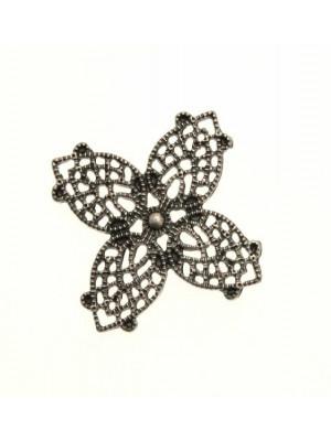 Filigrana a forma di fiore a quattro petali a goccia, 28 mm.