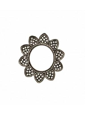 Filigrana tonda a cerchio piatto, aperto al centro, con petali nel contorno, 23 mm.