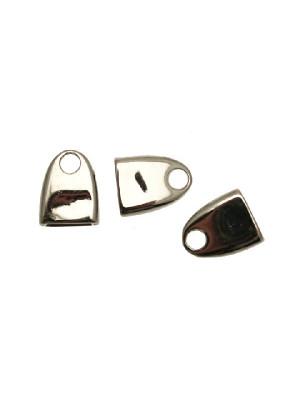 Terminale per cordoncini o nastri piatti, di forma rettangolare liscia che si arrotonda alla fine, con un foro, 11x15x4 mm.