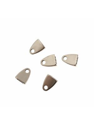 Terminale per cordoncini o nastri piatti, di forma rettangolare liscia che si arrotonda alla fine, con un foro, 8x10 mm.