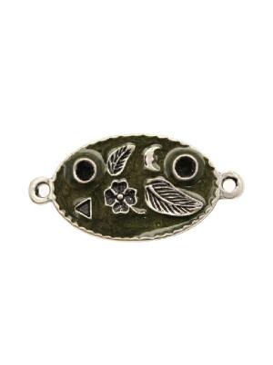 Ciondolo smaltato a forma di ovale disegnato con 2 anelli 28x17 mm. Base argento antico