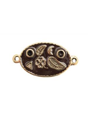 Ciondolo smaltato a forma di ovale disegnato con 2 anelli 28x17 mm. Base oro antico