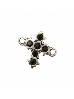 Ciondolo con strass a forma di croce barocca con 2 anelli laterali con 6 strass 22x17 mm. Base argento antico