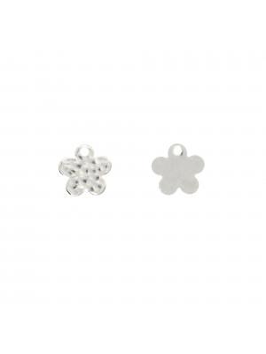 Ciondolo a forma di fiore piatto martellato 9 mm. in Argento 925