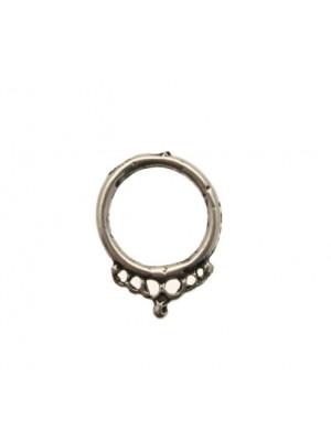 Cerchio martellato, largo 19 mm., lungo 24 mm.