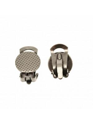 Clips tonda, piatta e puntinata, da incollo, larga 12 mm., lunga 12 mm.