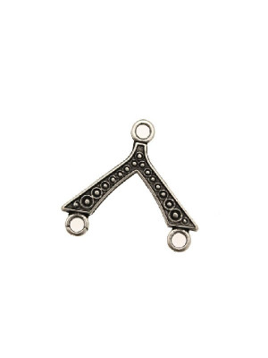 Base per orecchino a forma di triangolo, lavorato a pallini, largo 21 mm., lungo 18 mm.