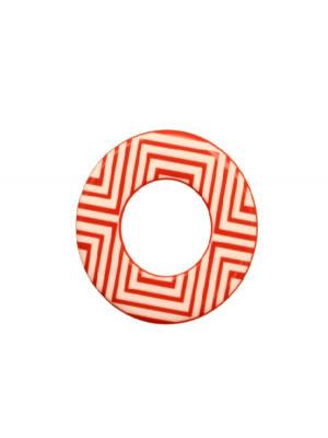 Cerchio piatto, 44 mm., forato al centro, in resina Corallo con disegni geometrici bianchi