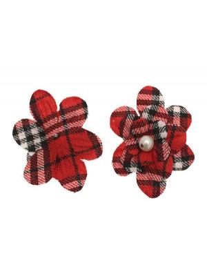 Fiore in stoffa scozzese con perla centrale e anellino sul dietro, 7 cm., sui toni del rosso